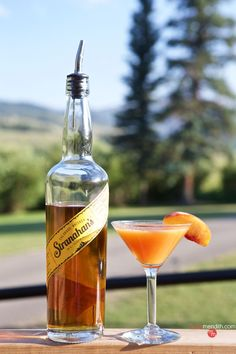 Peach Passion Martini | Taste summer with this cocktail! MarlaMeridith.com ( @marlameridith )