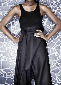 Wide pants in black wool. Large wool tie closure in front. Seam pockets, one back pocket. Wash gentle or delicate cycle.