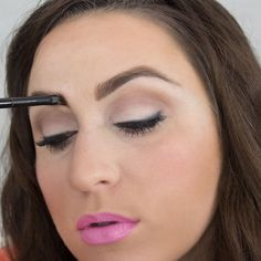 Defining your eyebrows can change the entire look of your face. Here's how to easily and naturally define your eyebrows with brow powder. - DivineCaroline.com