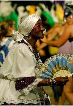 Mama vieja en el desfile de Candombe en el Uruguay