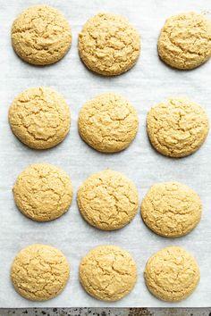 Vegan Lemon Cookies (Gluten-free) - The Vegan 8 Vanilla Cookies, Lemon Cookies, Biscuits Végétaliens, Vegan Lemon Cake, Vegan Lemon Desserts, Cookie Recipes, Vegan Recipes, Gluten Free Cookies, Cookies Vegan