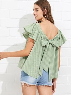 Shop Butterfly Sleeve Knot Back Checked Blouse online. SheIn offers Butterfly Sleeve Knot Back Checked Blouse & more to fit your fashionable needs. Western Tops, Style Minimaliste, Funky Outfits, Blouse Online, Green Fashion, Minimal Fashion, Blouse Designs, Blouses For Women, Nice Dresses