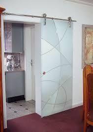 Resultado de imagem para puerta corrediza vidrio y madera Bathroom Doors, Shower Doors, Bathroom Interior, Window Glass Design, Door Design, Glass Barn Doors, Glass Door, Hanging Room Dividers, Verre Design