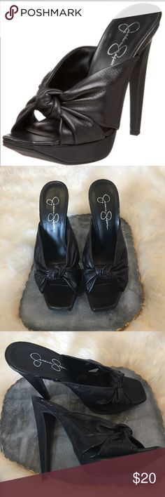 """Jessica Simpson Sally Platform Heel Size 8 Jessica Simpson Sally Platform heel. Very minor flaking on material but barely noticeable. Excellent condition otherwise. Heel is roughly 5"""". Size 8. Jessica Simpson Shoes Heels"""