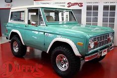 1977 Ford Bronco - nothing says surf & sun like a Bronco