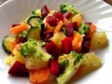 Rețetă Salata de legume pentru vara Cold Vegetable Salads, Fruit Salad, Broccoli, Potato Salad, Zucchini, Food And Drink, Potatoes, Vegetables, Ethnic Recipes