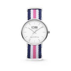CO88 Horloge staal/nylon blauw/wit/roze 36 mm 8CW-10029. CO88 staat bekend om haar prachtige sieraden lijn dat geïnspireerd is uit de natuur. Sinds kort heeft CO88 haar collectie verbreedt en de uitkomst is deze verbluffende horlogecollectie. Het horloge is in verschillende varianten te verkrijgen, ruime keuze!