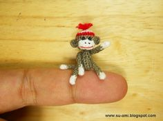 Miniature Sock Monkey With Hat - Micro Thread Crochet Animals - 1 Inch Scale Grey Sock Monkey - Made to Order. check out their shop, so many cute crocheted minis! Sock Monkey Baby, Tiny Monkey, Crochet Sock Monkeys, Crochet Animals, Cute Little Things, Small Things, Sock Animals, Thread Crochet, Hat Crochet