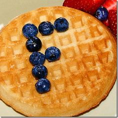 Initial Waffles-- Write your initial in blueberries (or any other bite-sized fruit!) ounces of waffles count as 1 ounce equivalent grains. Serve whole grain waffles for your whole grain-rich serving for the day! Breakfast Waffles, Best Breakfast, Cute Food, Good Food, Yummy Food, Toddler Meals, Kids Meals, Preschool Snacks, Preschool Literacy
