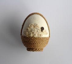 Jajko - koszyczek wielkanocny - anitkakoralik - Pisanki Jute Crafts, Egg Crafts, Diy Crafts For Gifts, Easter Crafts, Cool Easter Eggs, Egg Shell Art, Easter Egg Designs, Coloring Easter Eggs, Easter Crochet