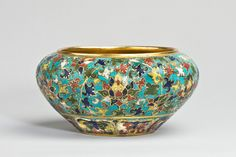 A cloisonne enamel begging bowl from China in the period of 1450-57. Found in A & J Speelman