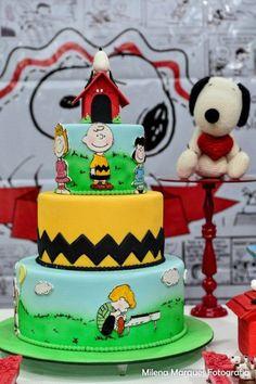 Tema: charlie brown e amigos Bolo Snoopy, Snoopy Cake, Snoopy Birthday, Snoopy Party, 3rd Birthday, Charlie Brown Christmas, Charlie Brown And Snoopy, Peanut Cake, Friends Cake