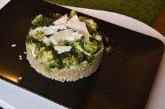 Timballino di quinoa, broccoli e scaglie di parmigiano