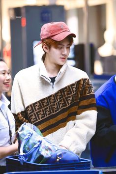 181029 💖💖 @ Incheon Airport From Manila cr : logo Show Champion in Manila 🗓 October Sehun, Kpop Exo, Japan Fashion, Fashion Show, Mens Fashion, Fendi, Exo Korean, Baby Chicks, Airport Style