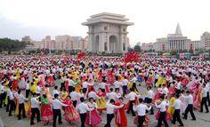 위대한 령도자 김정일동지께서 조선로동당 총비서로 높이 추대되신 19돐경축 청년학생들의 무도회