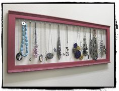 Life Crafts & Whatever: Krylon Dual Paint + frame = necklace display Jewelry Holder Wall, Jewelry Hanger, Jewelry Tree, Diy Jewelry, Jewlery, Hanging Jewelry, Jewelry Findings, Jewelry Ideas, Vintage Jewelry