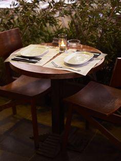 La taula parada, tot a punt per una nova vesprada a Lasal del Varador.