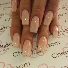On average, the finger nails grow from 3 to millimeters per month. If it is difficult to change their growth rate, however, it is possible to cheat on their appearance and length through false nails. Fabulous Nails, Gorgeous Nails, Pink Nails, Gel Nails, Matte Nails, Glitter Nails, Nail Polish, Natural Nail Shapes, Acrylic Nail Shapes