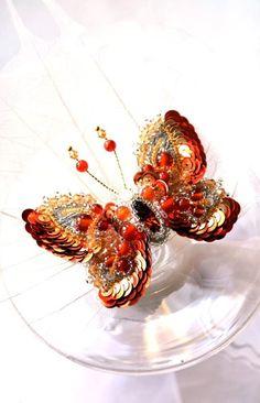 Broche Papillon orange rouge. Bijoux papillon de cadeaux du concepteur exclusif…