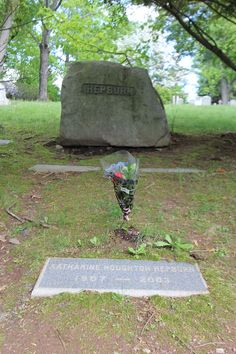 Katharine Hepburn (1907 - 2003) - Find A Grave Photos. Such simple markers for such a great actress.