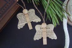 Kleefalter: Engel aus Wäscheklammer und alten Buchseiten