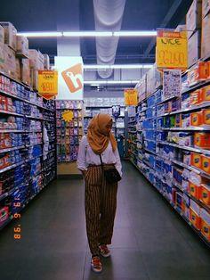 Modest Fashion Hijab, Street Hijab Fashion, Casual Hijab Outfit, Ootd Hijab, Hijab Chic, Girl Hijab, Fashion Outfits, Aesthetic Photo, Aesthetic Clothes