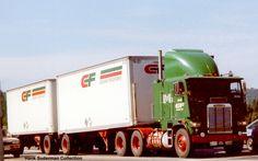 Dual rear axles with doubles vs the more common single rear axle Big Rig Trucks, All Truck, Semi Trucks, Cool Trucks, Freight Truck, Truck Transport, Freightliner Trucks, Custom Big Rigs, Road Train