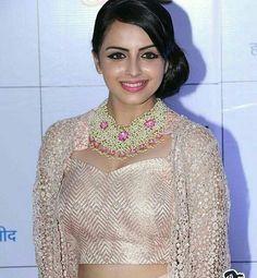 Shrenu Parikh, Indian Star, Tv Actors, Indian Celebrities, Beautiful Indian Actress, Indian Designer Wear, Bollywood Fashion, Indian Beauty, Indian Outfits