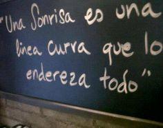 """""""Una sonrisa es una línea curva que lo endereza todo"""" #Citas #Frases @Candidman"""