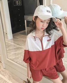 SLA183 PRE ORDER KIDS FASHION 🔸🔸 GOOD QUALITY ✔️ IMPORT QUALITY ✔️ PRICE : Rp.230. 000  SIZE👗  100 cm ( 2-3 th)  Cara order 📲 : Via Line : @405olbom Via DM INSTA 🤗  #kidsfashion#kids#teens#fashion#skirt#hypebeast#sweet#fashionable#pretty#gorge Kids Fashion, Womens Fashion, Hypebeast, Rain Jacket, Windbreaker, Pretty, Skirts, Jackets, Skirt