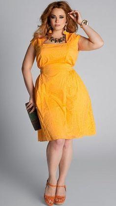 Фото девушки в желтом платье