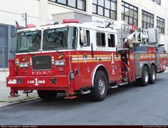 Seagrave Marauder Aerial New York City Fire Department (F.D.N.Y) Emergency Apparatus Fire Truck Photo