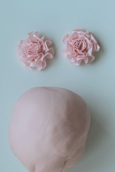 how to: ruffle flower http://www.passionforbaking.com/blog/2011/09/29/delicious-ruffle-cake/