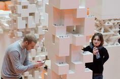 Udvikle udstillingskoncept for de studerendes projekter - der passer til identiteten + at gøre den mobil