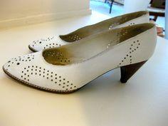 Vintage White Shoes - STUART WEITZMAN - Size 7.5 - Designer Leather Shoes. $12.00, via Etsy.
