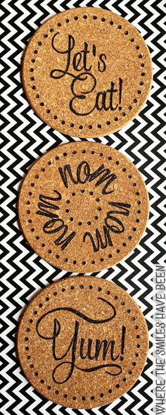 Learn how to make DIY burned IKEA cork trivets! Easily customize the inexpensive cork trivets from IKEA with any design using a basic wood burning tool! Wood Burning Tool, Wood Burning Crafts, Wood Burning Patterns, Wood Burning Projects, Cork Crafts, Crafts To Sell, Diy Crafts, Selling Crafts, Ikea Cork