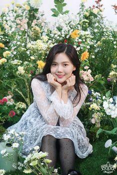 Windy Day, Beautiful Asian Girls, Girl Group, My Girl, Kdrama, Flower Girl Dresses, Kpop, Wedding Dresses, Girl Facts