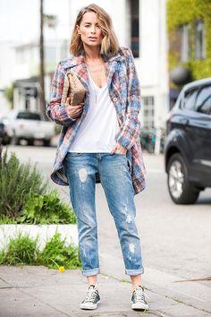 O all star é um daqueles acessórios que nunca saem de moda. Veja como montar produções nos mais diversos estilos com o seu modelo preferido da marca. Aqui, o casaco xadrez elevou a produção básica de jeans e camiseta branca a um look despojado.