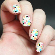 A Very Dotty Manicure