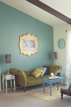 Love a color statement wall with a statement frame. So classy! | Frame via The Organic Bloom