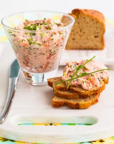 Lachs Brotaufstrich Lachs Brotaufstrich The post Lachs Brotaufstrich appeared first on Fingerfood Rezepte. Seafood Recipes, Cooking Recipes, Healthy Recipes, Bread Recipes, Breakfast And Brunch, Appetizer Dips, Appetizer Recipes, Canapes Salmon, Gastronomia