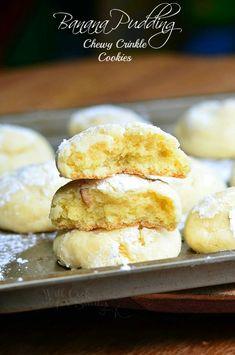 Banana Pudding Chewy Crinkle Cookies ~ soft, chewy, and made to taste like banana pudding. With banana cream and vanilla wafers, these are totally addicting! Magnolia Bakery Banana Pudding, Homemade Banana Pudding, Banana Pudding Recipes, Banana Pudding Cookies, Pudding Cake, Köstliche Desserts, Delicious Desserts, Dessert Recipes, Yummy Food
