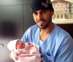 Victor Valdés nos presenta a su tercera hija: '¡Bienvenida princesa!'