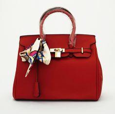 Hermin Syal Korean Bag, elegan. Ada kunci dan gembok. Bisa tenteng. Tebal good quality. Warna merah. Uk 30x14x24