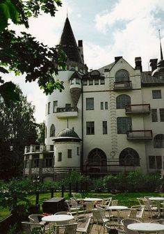 "The ""Imatran Valtionhotelli"" is a Castel hotel in South-Eastern Finland..and I want to visit there."
