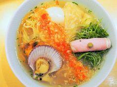 金曜日限定の「幻のラーメン」が激ウマ! 行列必至の『潮 くろ喜』のラーメンを一度は食べてみるべし Ramen, Dressing, Ethnic Recipes, Tokyo, Food, Kitchen, Cooking, Tokyo Japan, Essen