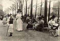photos-de-france:  Champs-Élysées, Paris, 1910.