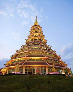 74 отметок «Нравится», 3 комментариев — SPEKIT Eco Tour (@spekitecotour) в Instagram: «🙏 Храм Wat Huai Pla Kung 😇 🙏 Чианг Рай открыт для тебя 😇 #чианграй #севертайланда #таиланд2017…»