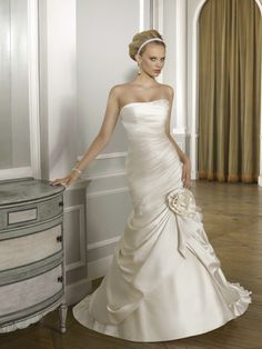 Luxury Wonderful Satin Strapless Mermaid Wedding Dress