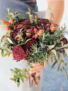 Blueberries, hypericum, rosemary and roses...also olives? GORGEOUS. :)